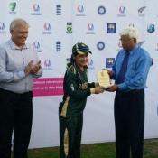 Javeria Khan receives player of the match award in 3rd ODI against Sri Lanka Women