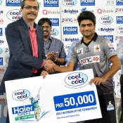 Nauman Anwar receives Best batsman of the tournament award