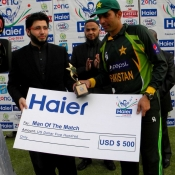 Misbah-ul-Haq receives Man of the match award in 3rd ODI against Zimbabwe at Harare