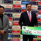 Sialkots Stallions Shoaib Malik and Raza Hasan receive Man of the Match award in Faysal Bank Super Eight T20 match against Tigers