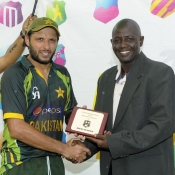 Shahid Afridi receives Man of the Match award from Ian Allen in the 1st Twenty20 against West Indies