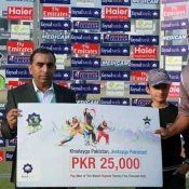 Bilal Khilji of Bahawalpur Stags receiving man of the match award against Hawks