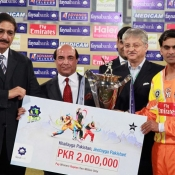 Lahore Lions Captain Mohamnmad Hafeez receiving trophy from Governer Punjab & Chairman PCB after winning the Faysal Bank T20 Cup Final