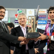 Chairman PCB Ch. Zaka Ashraf and Faysal Bank President Naveed A Khan giving the winning trophy of Faysal Bank Super Eight T20 to Faisalabad Wolves Captain Misbah-ul-Haq