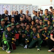 Group photo of Pakistan U-19 and Lancaster University cricket teams