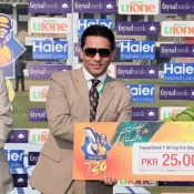 Haroon Ahmed of PTV receives Man of the match award against NBP