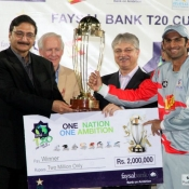 Chairman PCB Zaka Ashraf presenting the Faysal Bank Super Eight T-20 trophy to Sialkot Stallions captain Shoaib Malik