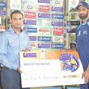 UBL captain Shabbir Ahmed receives Man of the Match award in Pepsi Presents Advance Telecom Ramadan T20 Cup match against PIA