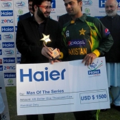 Ahmed Shehzad receives Man of the series award in 2nd T20 against Zimbabwe at Harare