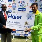 Younis Khan receives Man of the series award in Pakistan v Zimbabwe Test series 2013