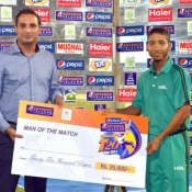 HBL Asad Baig receives Man of the Match award in Pepsi Presents Advance Telecom Ramadan T20 Cup match against WAPDA