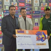 PIA Shoaib Malik recieves Man of the Match award in Pepsi Presents Advance Telecom Ramadan T20 Cup match against SBP.