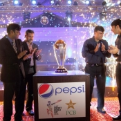 Subhan Ahmad PCB COO, Misbah-ul-Haq & Moin Khan unveiling ICC World Cup Trophy 2015