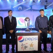Subhan Ahmad PCB COO, Misbah-ul-Haq & Moin Khan pose with ICC World Cup Trophy 2015
