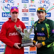 Zimbabwe and Pakistan skippers with the ODI series trophy