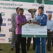 Javed Miandad DG Pakistan Cricket Board, giving away the winning trophy to SNGPL captain Misbah-ul-Haq
