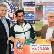 Sarfraz Ahmed of PIA receives Man of the match award against NBP