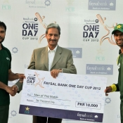 Sr. General Manager PCB Domestic presting man of the match award to Shoaib Malik & Shoaib Khan