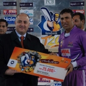 Abbottabad Falcons Younis Khan receives Man of the match award in 4th Quarter Final against Karachi Zebras